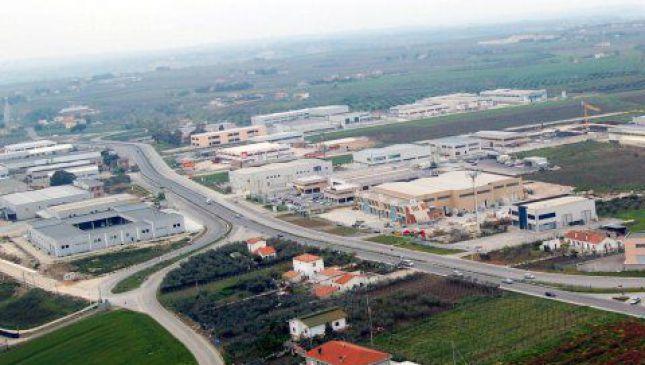 Nella foto, l'area industriale di Punta Penna