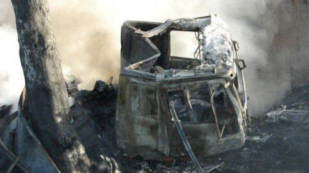 Nella foto: mezzo andato a fuoco