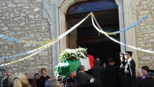 Migliaia di persone a Guilmi per rendere l'ultimo saluto a Claudia Racciatti