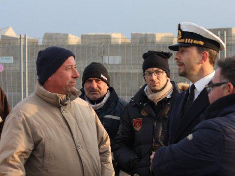Ufficio Di Fonzo Vasto : La marineria vastese in sciopero consegna i ruolini di bordo alla