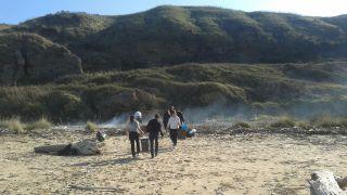 Incendio sulla spiaggia di Punta Penna