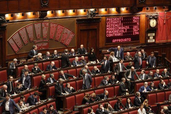 Parlamentari abruzzesi bocciati sulla trasparenza piazza for Costituzione parlamento italiano