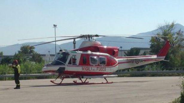 Elicottero Vigili Del Fuoco Verde : Bloccati su una parete per ore salvi segugi piazza