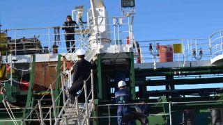 La nave ormeggiata a Punta Penna