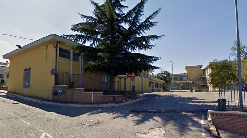 La triste storia della scuola di cupello piazza rossetti for Case a buon mercato in mammoth ca