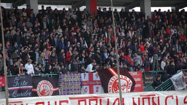 Vastese: i tifosi biancorossi allo Stadio Aragona