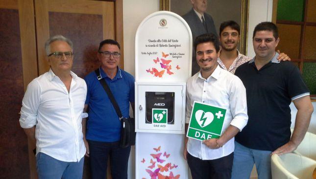 La consegna dei defibrillatori