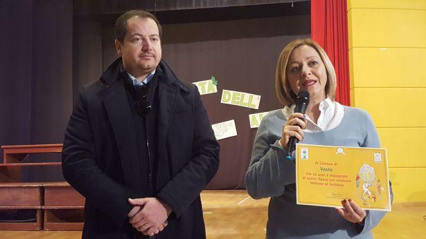 Il presidente di Legambiente Giuseppe Di Marco e l'assessore Paola Cianci