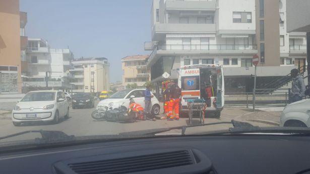 Una immagine dell'incidente avvenuto in via dei Conti Ricci