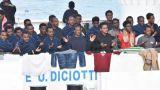 I migranti sequestrati su nave Diciotti