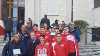 Il Presidente onorario Remo Salvatorelli con gli atleti