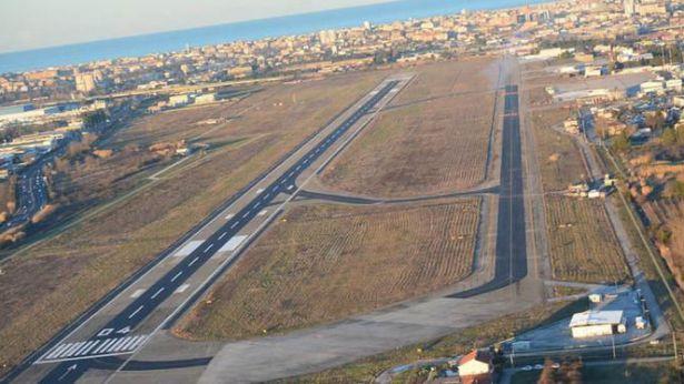 """Aeroporto """"Liberi"""" di Pescara"""