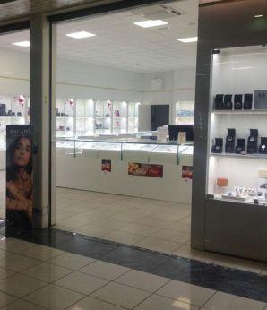 """Le vetrine del centro commerciale """"Insieme"""""""