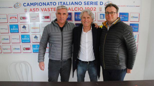 Aldo Papagni con i vertici societari della Vastese