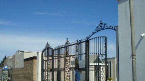 Cimitero di Vasto: l'ingresso su via Conti Ricci