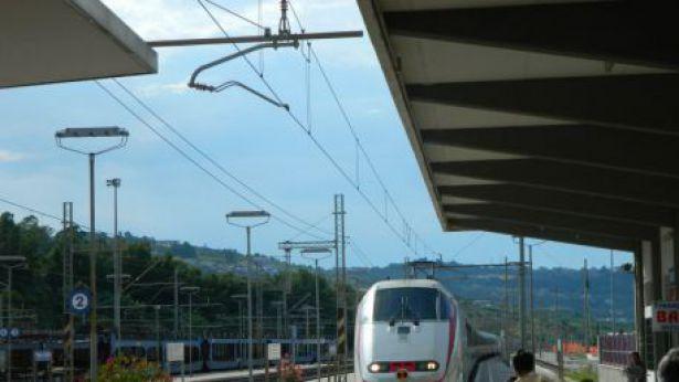 Il Frecciabianca in arrivo alla stazione Vasto-San Salvo