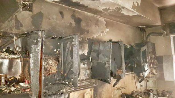 La casa distrutta dal fuoco