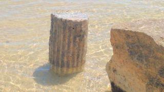 Il pezzo di colonna romana rinvenuto in mare