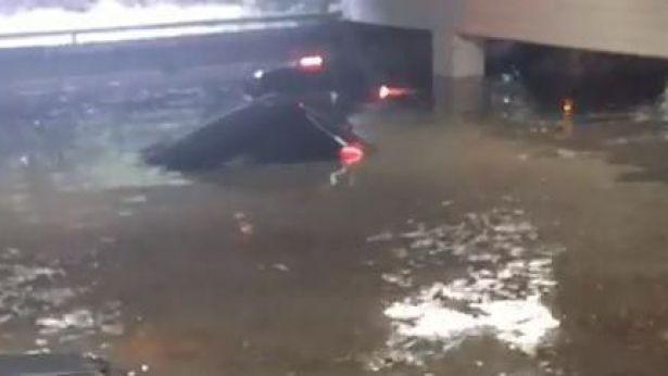 Il parcheggio interrato dell'ospedale di Pescara invaso dall'acqua