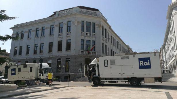 I mezzi della RAI in piazza Rossetti