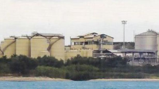 Lo stabilimento della Fox Petroli di Punta Penna sulla sponda sinistra del Torrente Lebba