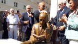 La statua dedicata a Gabriele D'Annunzio