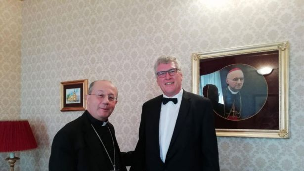 Mons. Bruno Forte con il dott. Schael
