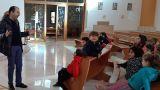 Don Nicola Fioriti con i bambini