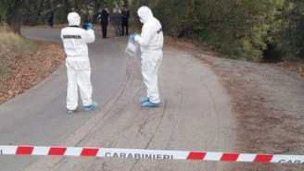 I rilievi della scientifica sul luogo dell'omicidio