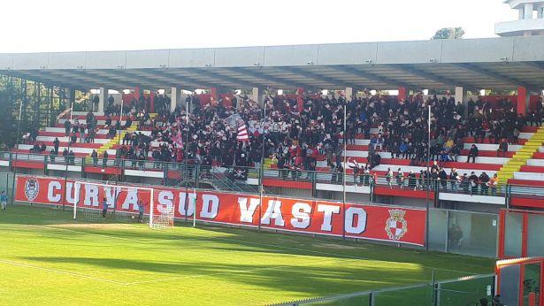 La curva sud dello stadio Aragona