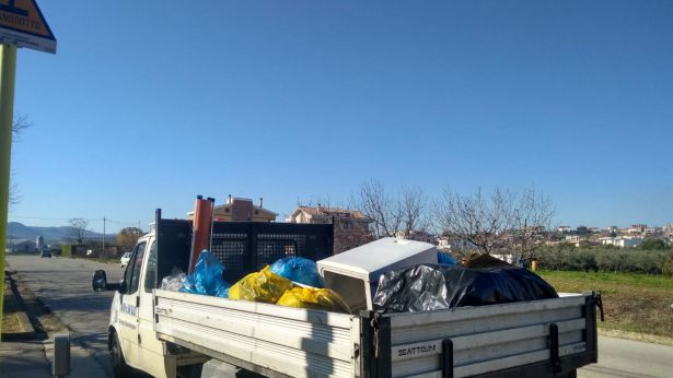 San Salvo: rifiuti abbandonati raccolti