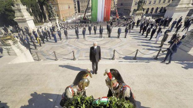 L'omaggio del Presidente Mattarella al Milite Ignoto