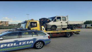 Il veicolo recuperato dalla Polizia
