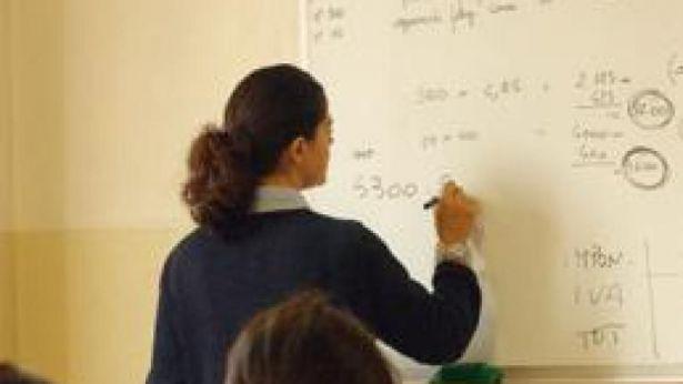 Una docente a scuola