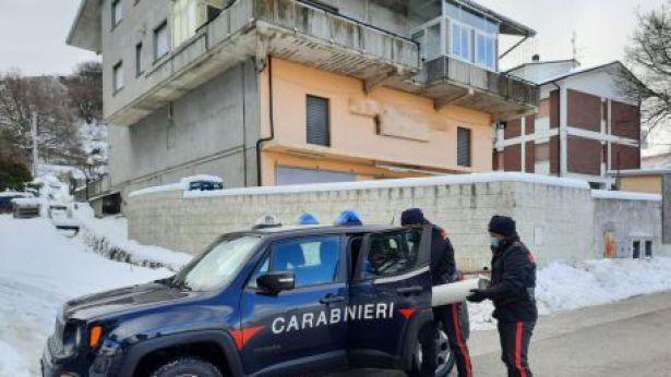 La bombola di ossigeno portata dai Carabinieri